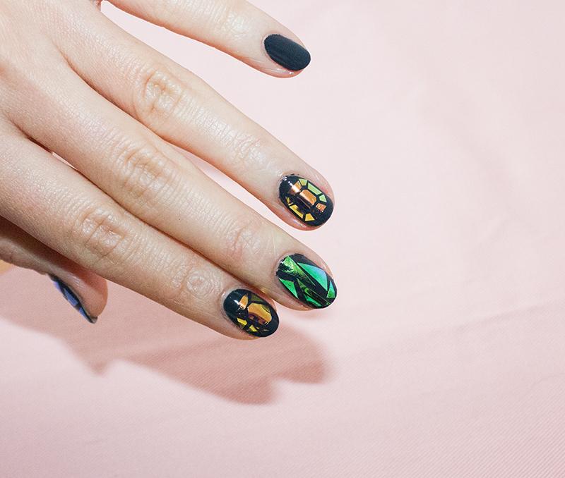 Glass-nails-fingers
