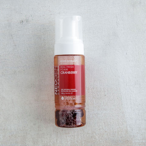 Cranberry-Real-Fresh-Foam-Cleanser-02_large