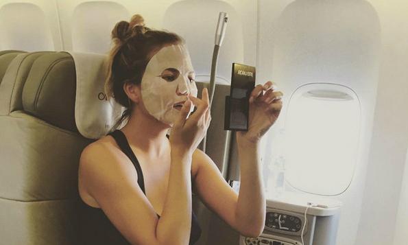 chrissyteigan-sheet-mask-celebrity-the-klog