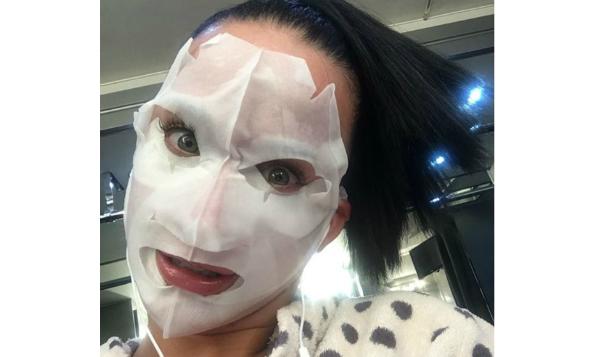 katy-perry-sheet-mask-beauty-the-klog