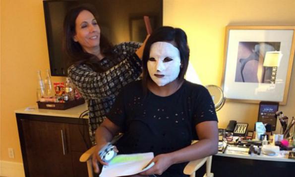 mindykaling-sheet-mask-beauty-the-klog