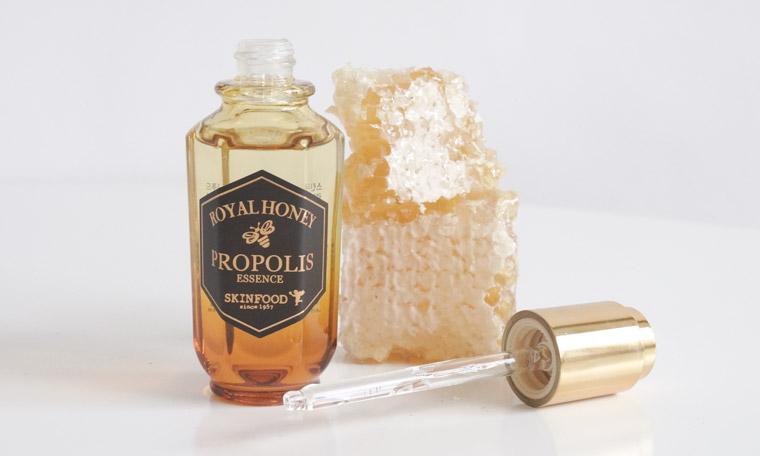 klog-skinfood-royal-honey-propolis-essence-53-01