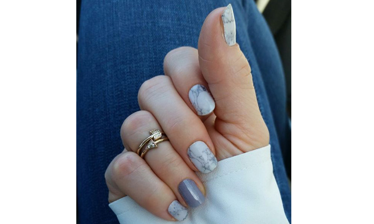 Marble patterned nails
